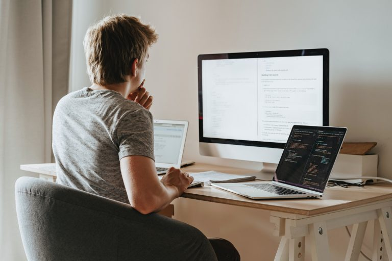 IT meistro atvykimas į biurą ar namus Vilniaus mieste